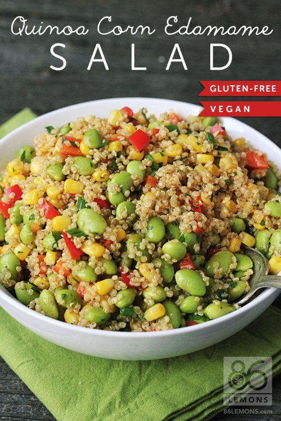 salade quinoa, edamame, maïs 2 tasses d'edamames décortiquées 1 tasse de maïs 1 tasse de quinoa 1 oignon vert, tranchés (seulement parties vertes) ½ poivron rouge doux, coupé en dés 2 cuillères à soupe de coriandre fraîche hachée finement 1 cs d'huile d'olive 1 c jus de citron frais 1 c jus de lime frais ¼ cc de sel ¼ c poudre de chili ¼ c thym séché ⅛ c poivre noir fraîchement moulu pincée de poivre de Cayenne