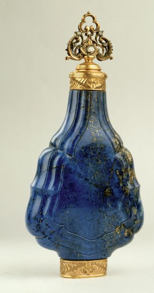 Flacon en lapis-lazuli et monture en or, 1700 - Fragonard Parfumeur #collection #perfumes #history