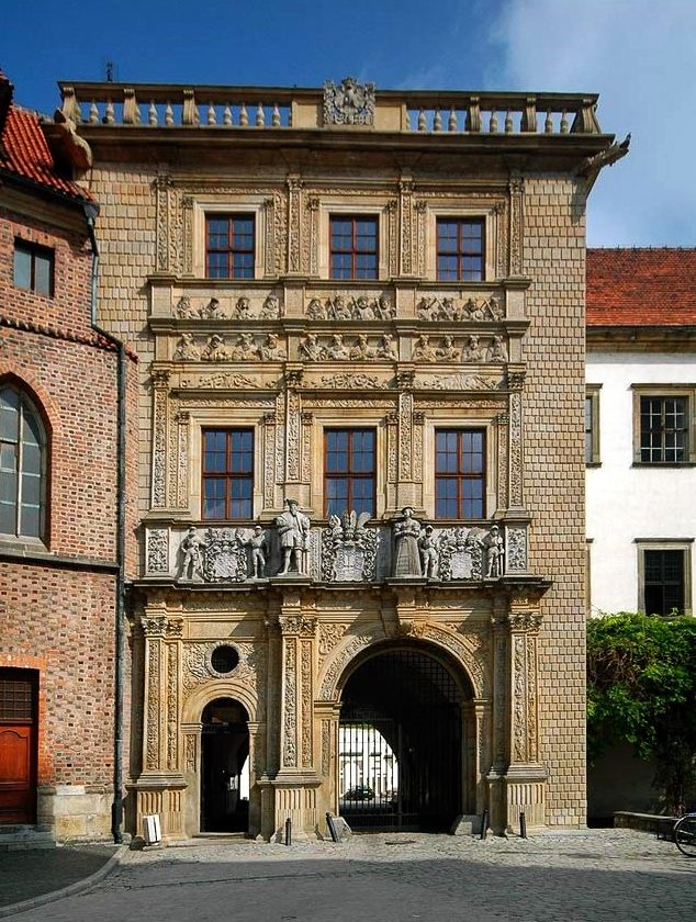 Gate tower of the Brzeg Castle with effigies of Silesian Piasts, built for George II, Duke of Brieg (Brzeg) between 1554 and 1560 by Giovanni Battista and his son Franceso de Pario