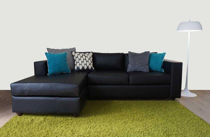 Sofá modular con chaise longue, modelo Mónaco en pu negro. http://livingstore.cl/producto/sofa-seccional-monaco-pu-negro/