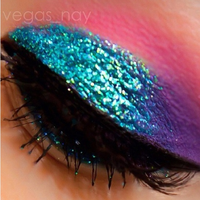 Cute!(:: Wedding Make Up, Bright Color, Pretty Color, Makeup Ideas, Bright Eye Makeup, Eye Make Up, 80 Eye Makeup, Beautiful Productsmakeup, Mermaids Fin