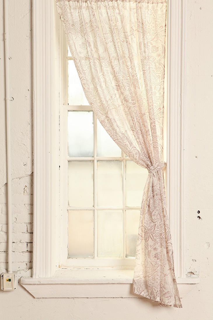Dainty white bedroom curtains - Curtains