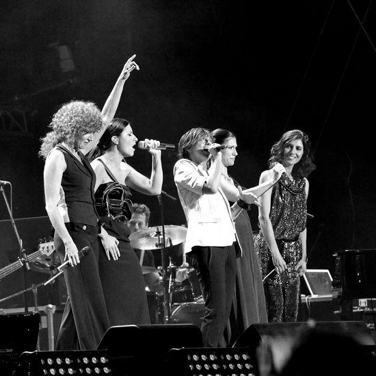 Concerto di beneficenza Amiche per l'Abruzzo: Fiorella Mannoia,Laura Pausini,Gianna Nannini ,Elisa e Giorgia..un grande concerto! Grazie!