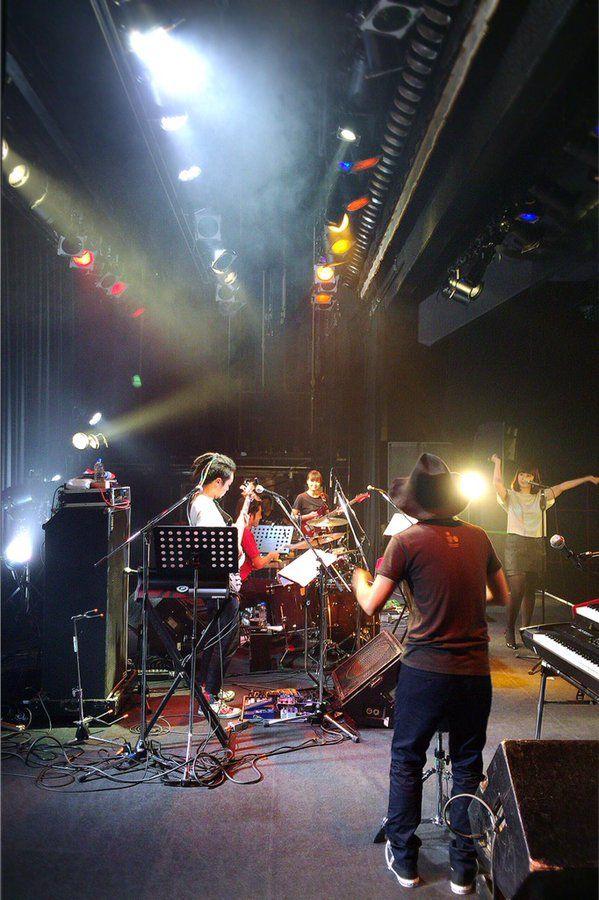 名古屋公演、ありがとうございました!思わぬハプニングもありましたが、おかげでお客さんとの距離がグッと縮まりました☺︎ またみなさんに会えますように!   写真はアンコールの一コマ。