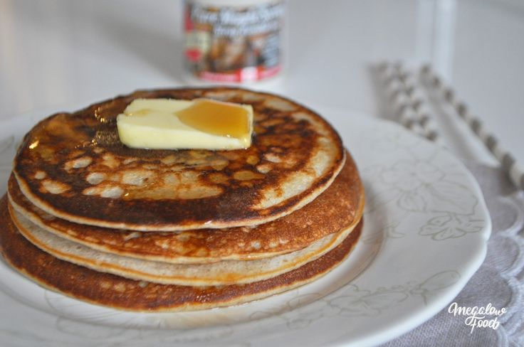 Pancakes IG bas mega-healthy & protéinés : flocons d'avoine, banane ou compote, yaourt 0%, blancs d'oeuf. La recette ici : http://megalowfood.com/pancakes-super-sains/