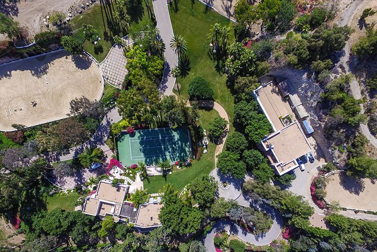 A Beverly Hills Estate Once Owned by Cher Asks $85 Million | Variety