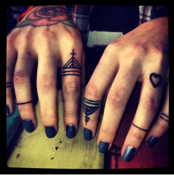 Love these finger tattoos. Definitely high up on the list