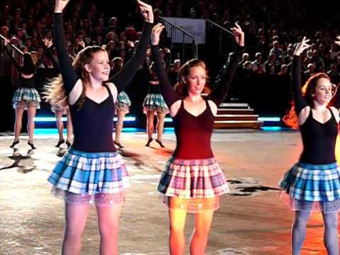 I cannot even begin to explain how much I want a glittery, tulle-y, tartan skirt! =-O
