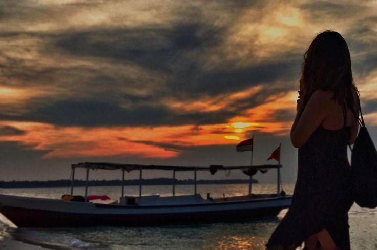 Salah satu kelebihan di Kepulauan Seribu adalah keindahan pemandangan sunset dan sunrise bisa kita dapatkan dengan mudah.