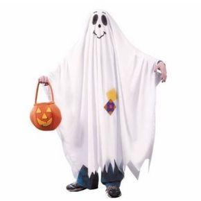 Consigue que tu hijo o tu hija disfrute de la fiesta de Halloween con su mejor disfraz. Confecciona un atuendo de fantasma de una forma muy sencilla para la noche más terrorífica del año.