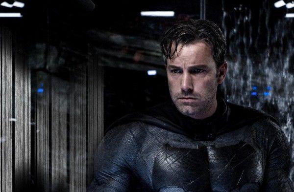 #BenAffleck jette l'éponge. Il ne réalisera pas #Batman. Il jouera #Batman et en tant que producteur il pourra casser les pieds du prochain réalisateur. Autant dire que le projet est vraiment mal engagé!