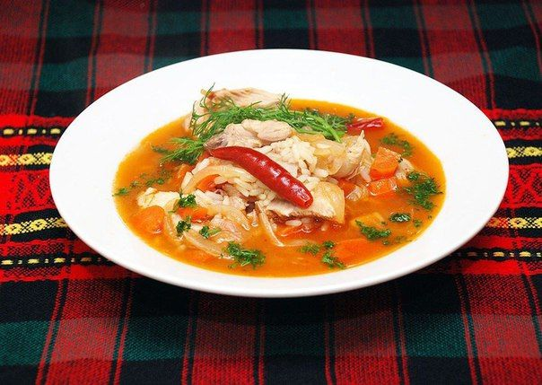 Острый суп из курицы и риса