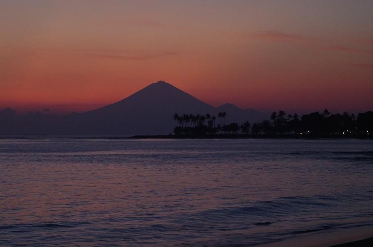 Lombok sunset overlooking Ganung Agung