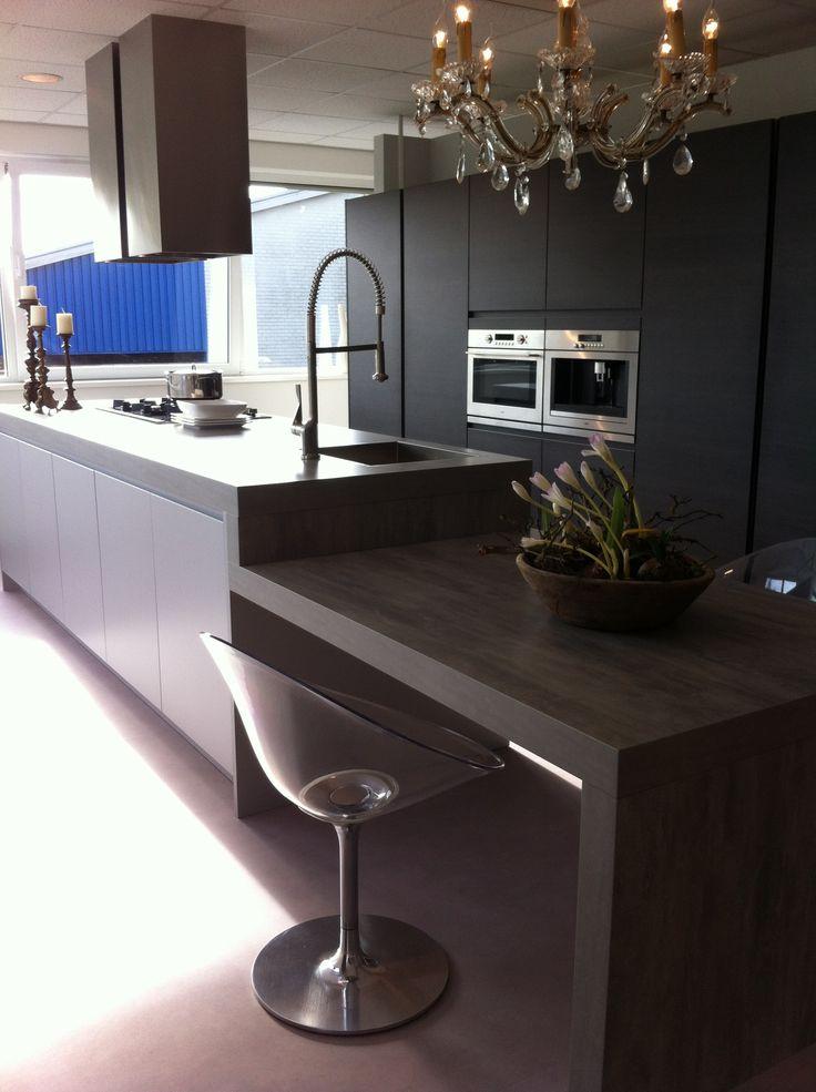 Keuken Met Betonlook Blad : Prachtige strakke keuken met betonlook blad.. Leuk te combineren met