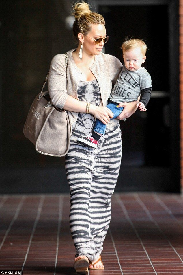 Hilary Duff mommy style!