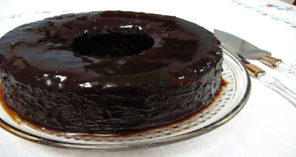 Bolo de Chocolate Que Já Sai Do Forno Com Cobertura