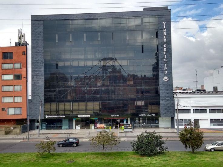 Edificio Virrey Solís IPS, sobre la Autopista norte en Bogotá.
