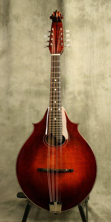 Eastman DGM-3 (Dawg model) Mandola, modern reproduction of a classic 2-point Lyon and Healy mandola. Adore that scroll headstock!