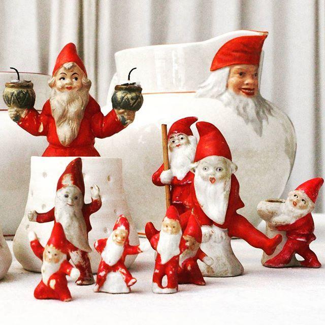 Snart jul og nissene kryper frem.#antiques #antikk #styling #stylingtip #christmas #rorstrand #jul #julenisser#interiorstyling #interiors #vintage #parian #rarity #curiosa #oldting #oddities #homedecor #odities #christmasstyling #christmasstylist