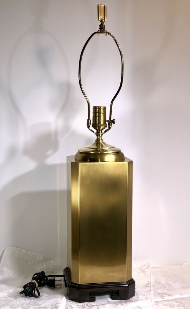 Wildwood Lampholders Vintage Brass Urn Lamp With Oriental Wood Footed Base Old Vintage Lamps Vintage Brass Lamp