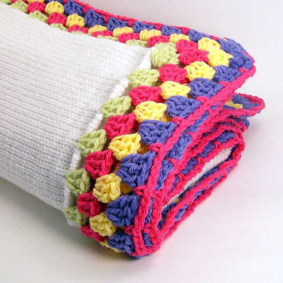 Knit blanket with granny stitch edges