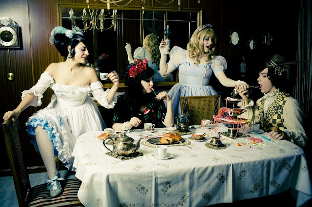 Mad Tea Pary    Ph: Julian Bern  Models:  Alice - Anshin R. Doyle  Queen of hearts - Sara L. Orcajo  March Hare - May Flamingo  Mad Hatter - Fidel David