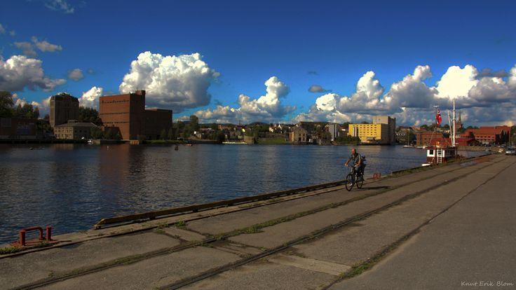 Alongside the dock. Photo By. Knut Erik Blom