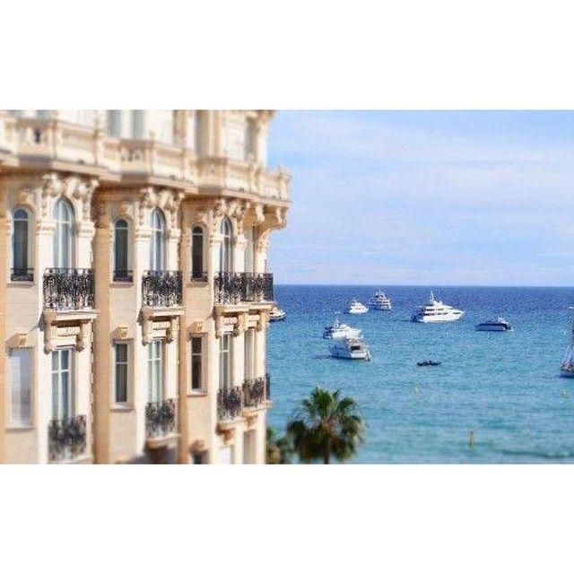 Chère Cannes ! Ta divine croisette, ta beauté mythique, ton effervescence légendaire, autant de surprises que tu nous offres chaque année… Rendez-vous le 13 mai ☼ #cannes2015 #franckprovostparis #franckprovost #cannes #croisette #festival