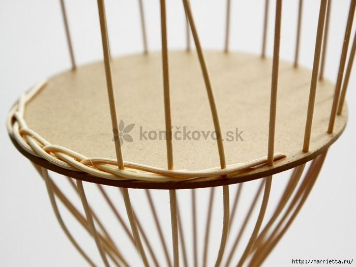 МК ПЛЕТЕНИЕ Корзинки Here is a great detailed tutorial on how to weave basket from rattan, if it is not easy to get rattan locally, you can use newspaper tube instead. The following is a video tutorial on newspaper tube weaving, which starts from sticking paper tubes to cardboard. Materials you may need: Cardboard as bottom Rattan or Newspaper tubes Glue Scissors