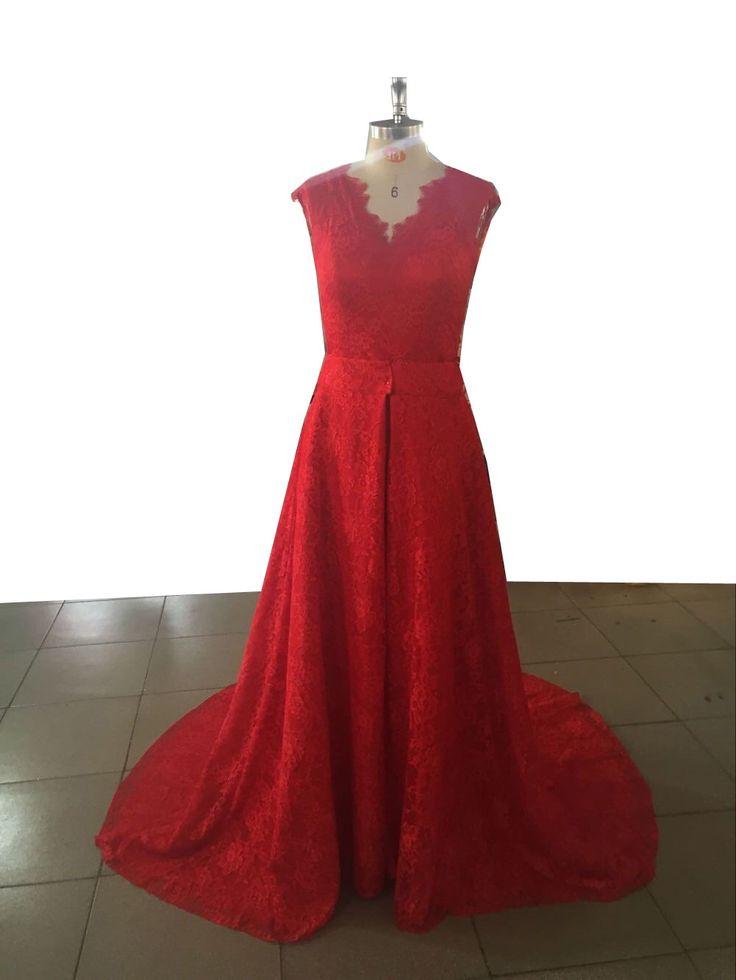 goedemorgen! Vandaag komt onze #bruid haar #rode #bruidsjurk ophalen.. satijn met kant met afneembare kanten rok