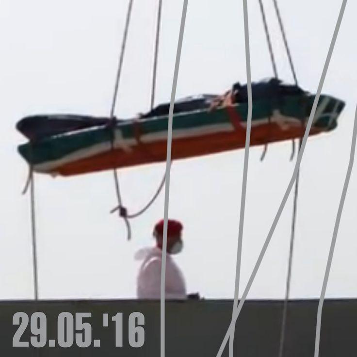 Bruno Capatti,  29.05.'16 - Reggio Calabria, landing bodies of 45 migrants rescued at sea -  sbarcano le 45 salme dei migranti recuperati in mare