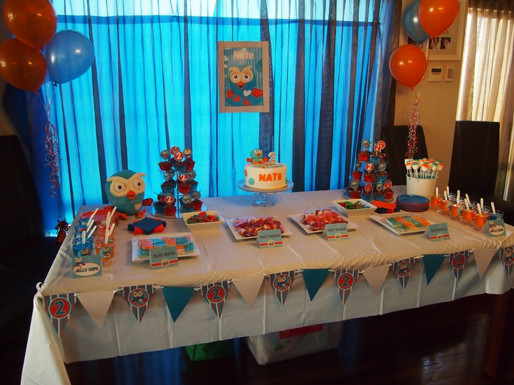 Giggle and Hoot theme sweets table