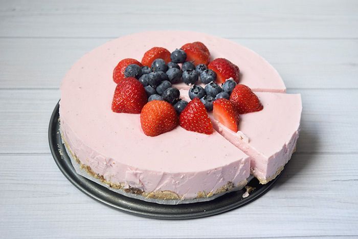 Healthy strawberry cheesecake - Karlijnskitchen.com