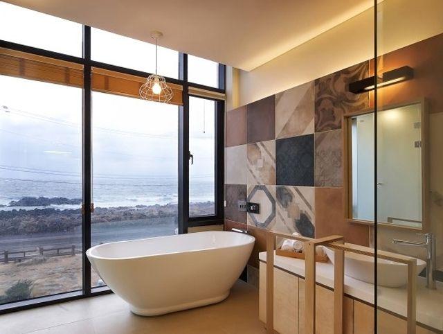 Tile- Sangah's -Anni'70 48x48 #tile #tiles #sangahtile #interior #interiordesign #space #simple #modern #pattern #bedroom #home #homedesign #italy Anni'70 타일이 제주도의 펜션에 들어섰어요~  멋진 인테리어에 푸른 바다까지...  너무 예쁘지 않나요?? ^^