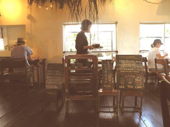沖縄のカフェ,沖縄のうつわ mofgmona モフモナ と mofgmona no zakka モフモナノザッカ