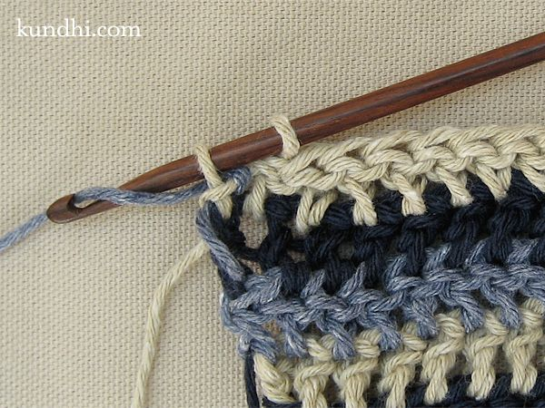 Crocheting tutorial: how to crochet single row stripes. This is a straight-forward photo tutorial, easy enough for a beginner to follow! Posted by Julie Kundhi.