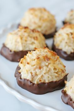 Amazingly Delicious!!  Coconut Marcaroons - by glorioustreats.com  #SweetenTheSeason