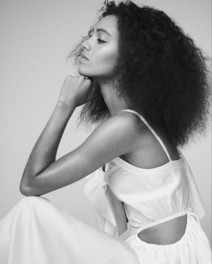 33 Hot Pictures of Maisie Richardson Sellers - Vixen In
