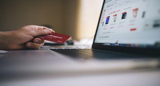 Fasilitas E Payment merupakan fasilitas yang bisa digunakan sebagai pembayaran dan transaksi secara online. Sehingga kita mudah