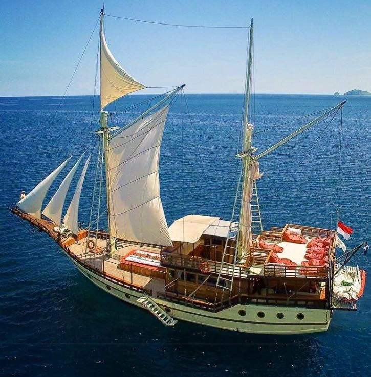 Lets sail away at komodo national park