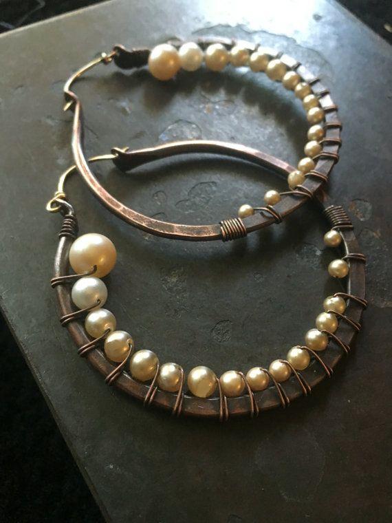Wire Wrap hoepel oorbellen parel oorbellen grote hoepel oorbellen rustieke sieraden Daniellerosebean grote hoepels koperen Hoop Earrings Hoop Earrings