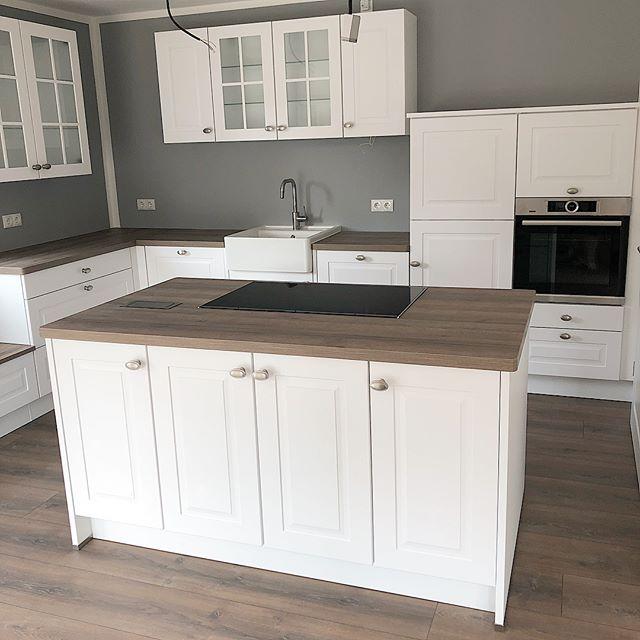 Sie ist aufgebaut- unsere #küche 🎉 wir sind echt happy, dass wir doch nicht die Ikea Küche genommen haben. Der Preis und Aufbau haben uns…