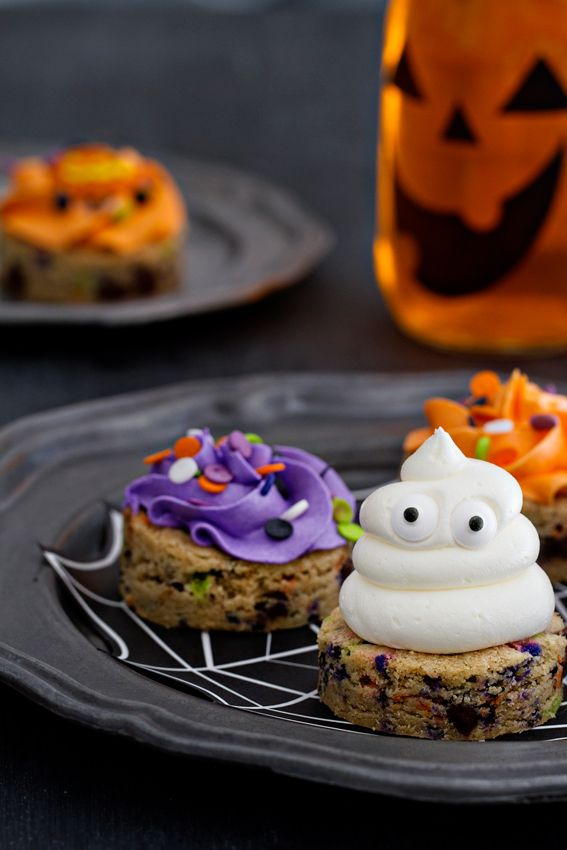 Halloween Chocolate Chip Cookies | My Baking Addiction | Bloglovin