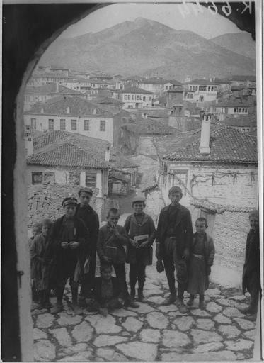 Kastorian children, circa 1910