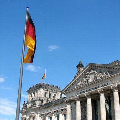 Berlin jest największym miastem Niemiec. A które jest drugie pod względem liczby mieszkańców? Hamburg.  Hamburg, mając 1,7 miliona mieszkańców, jest drugim miastem Niemiec po Berlinie (3,4 miliona). Największym zespołem miejskim jest jednak zagłębie Ruhry, mające 11 milionów.