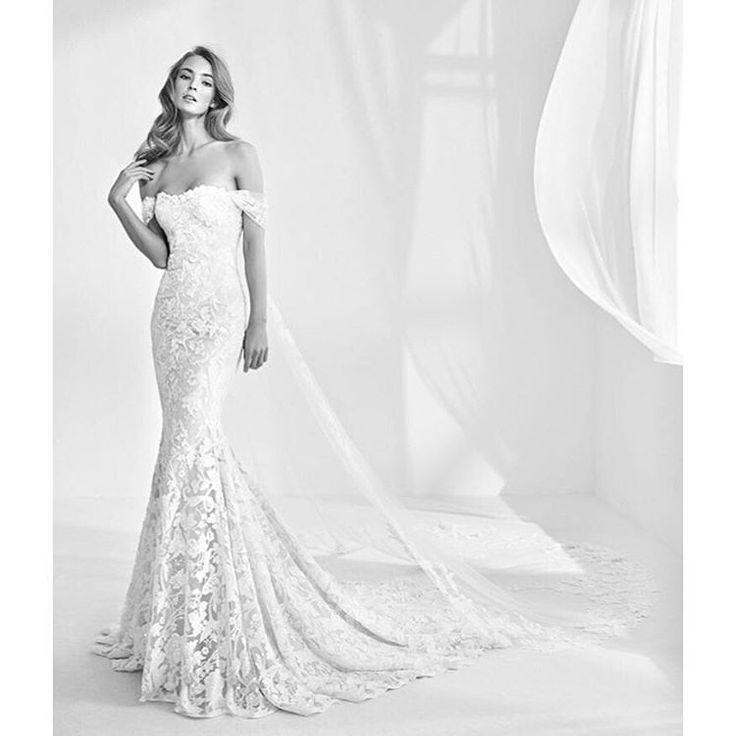 19 best Suknie Pronovias 2018 images on Pinterest   Wedding frocks ...