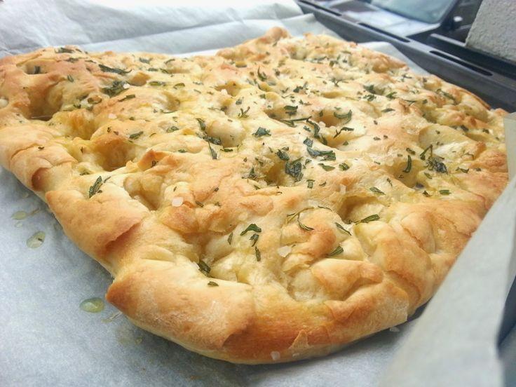 """Focaccia """"fokáča"""" - italský chléb"""