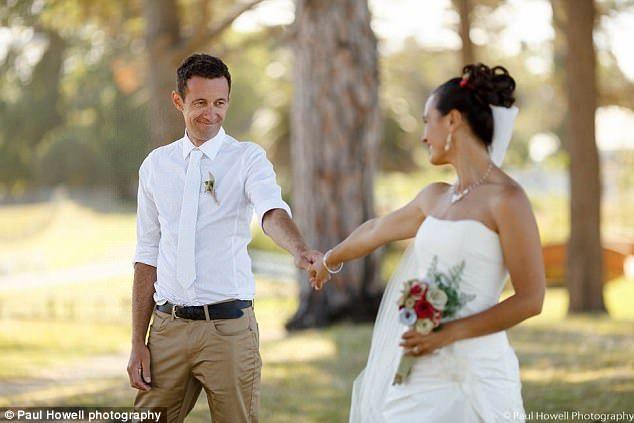 Kurang Romantis, Pasangan Ini Jadi Mengulang Lamaran 4 Kali! - http://wp.me/p70qx9-8uc