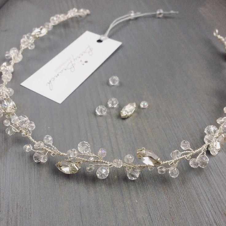 Изящный ободочек серии Crystal ✨ Длина 35 см ➡ 900 грн #украшениядляневест #свадебныеукрашения #украшениякиев #украшенияднепр#ободок