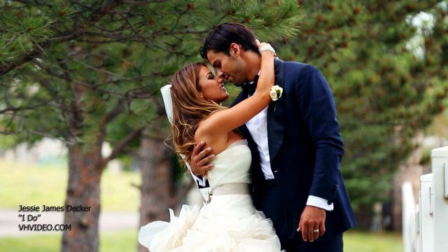 """Jessie James Decker 